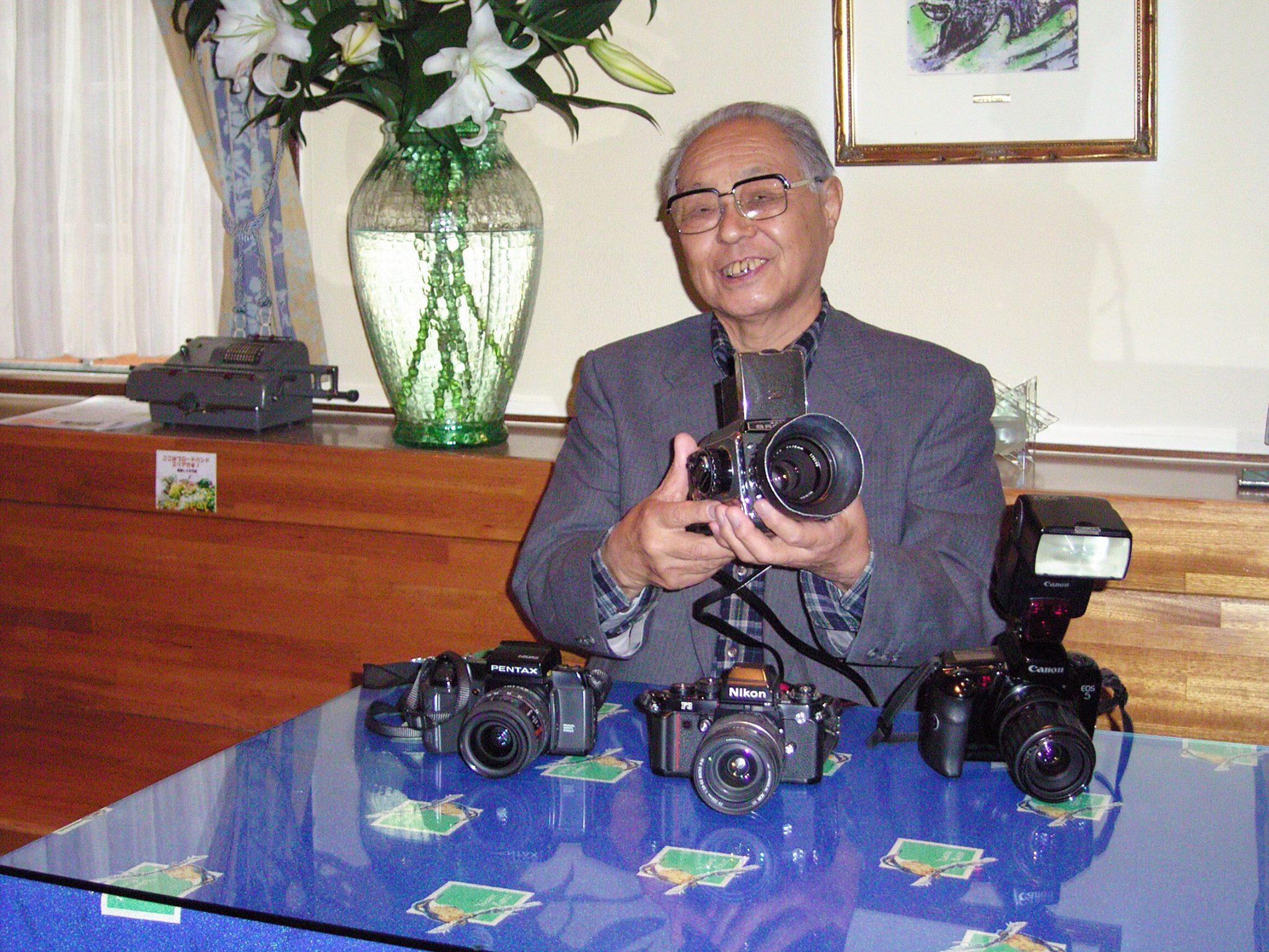 野口冬人先生から愛用のカメラを頂戴しました